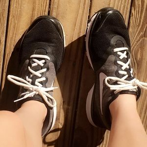 Women's Size 8 Black,White,and Grey Nike's